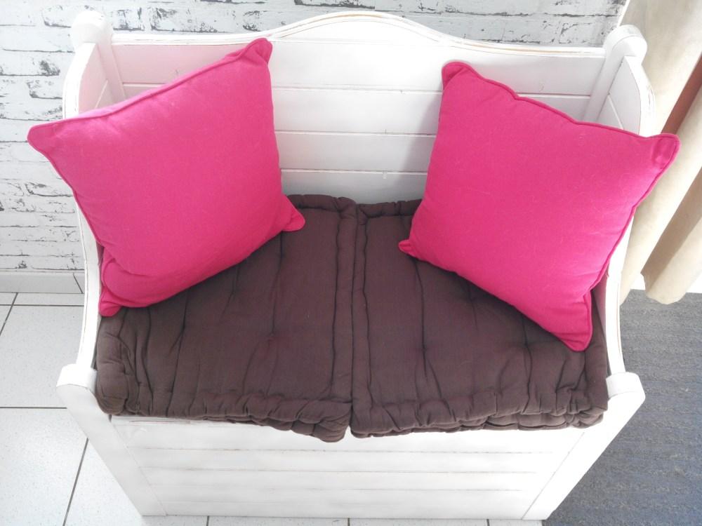 relooking d 39 un banc coffre en bois la bombe et effet vieilli. Black Bedroom Furniture Sets. Home Design Ideas