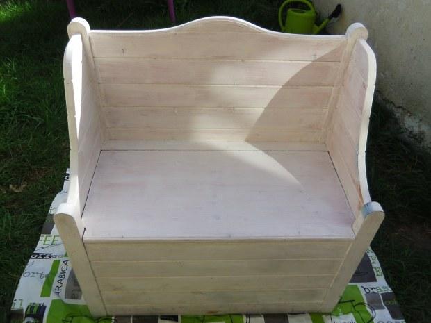 Relooking d'un banc en bois à la bombe