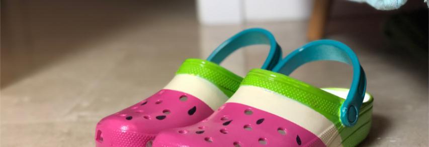 Transformer des sandales d'été en les bombant