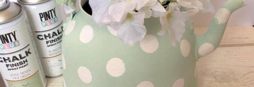 Transformer une théière en joli pot à fleurs
