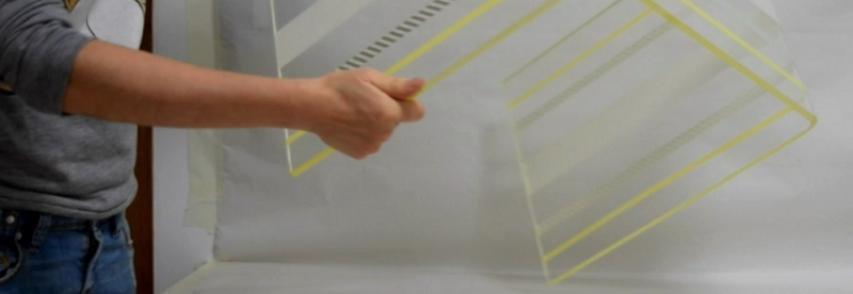 Peindre une table en métacrilate ( Comme le Plexiglas®)
