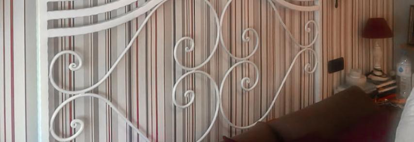 Peindre une tête de lit forgée
